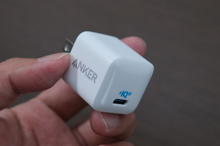 Anker PowerPort 3 Nano 20W Review! Amazingly Small, Powerful Lightweight USB-C Power Adapter 11