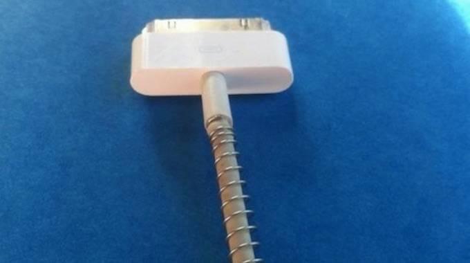 casser le cable du chargeur iphone