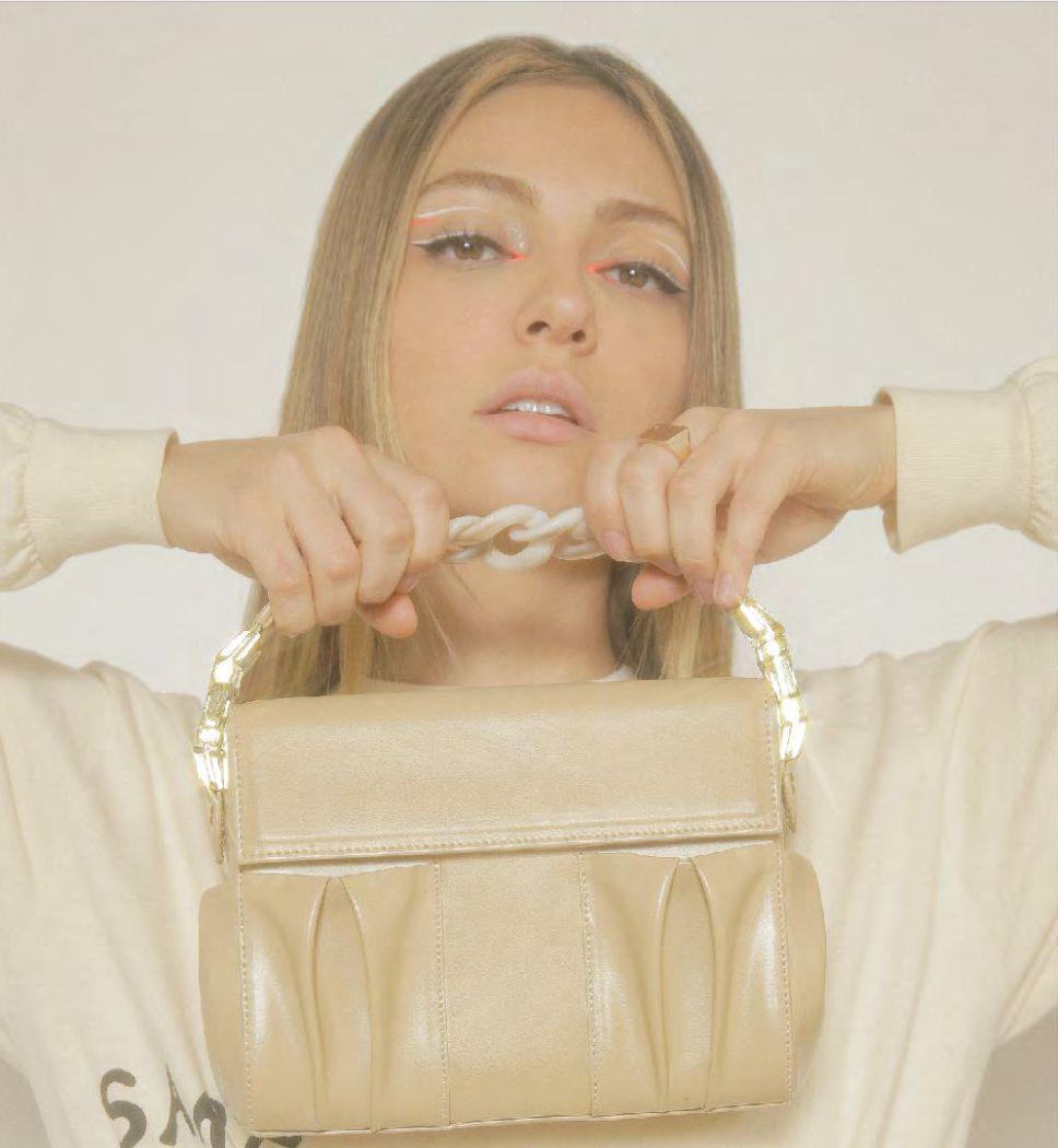 La primera colección de ropa y accesorios responsables by ANNA SARELLY 1