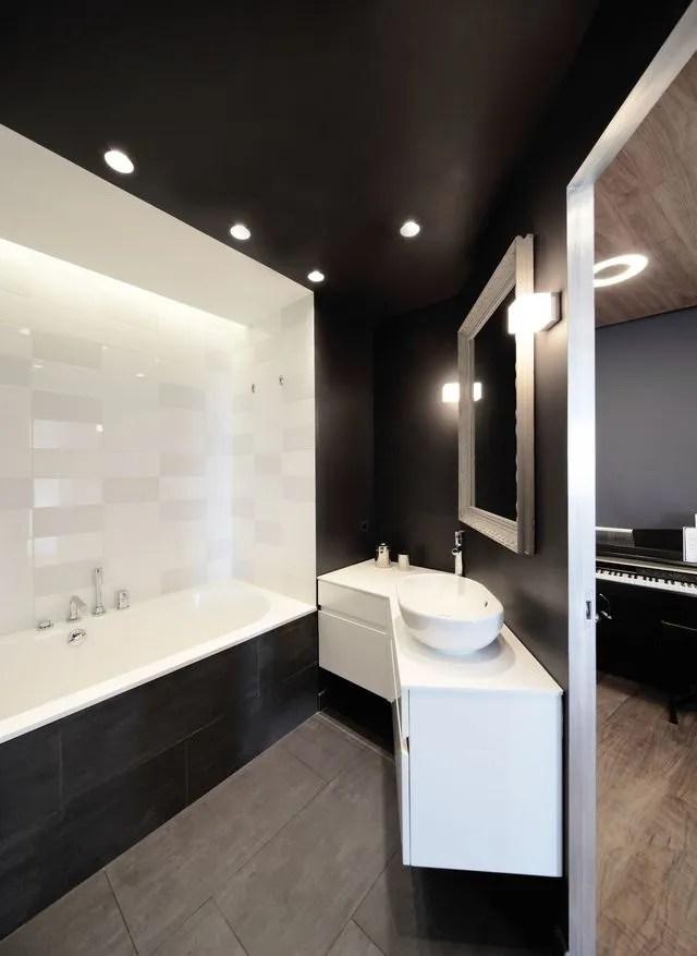 Petite Salle De Bain Familiale De 7 M2 En Noir Et Blanc