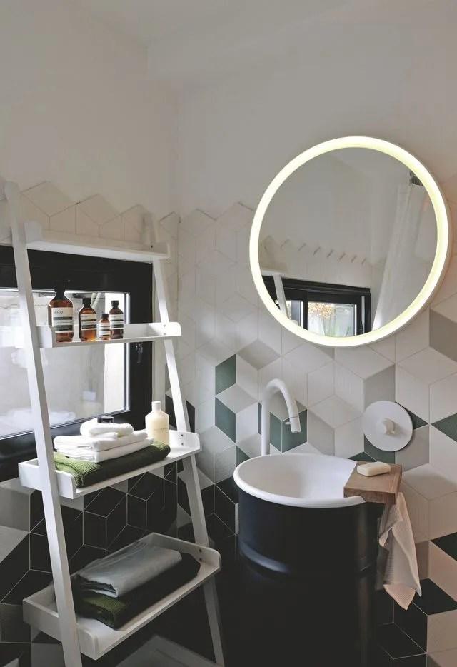 Amnagement salle de bain design avec baignoire  Ct Maison