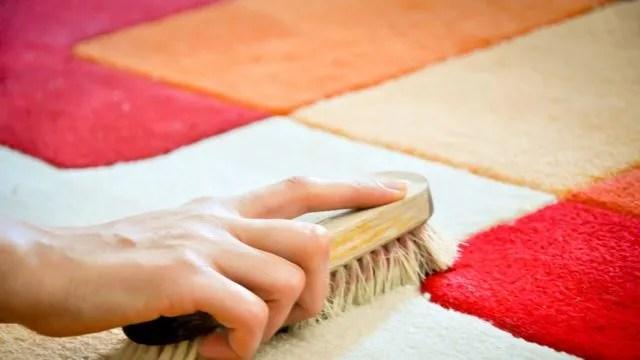 comment nettoyer un tapis cote maison