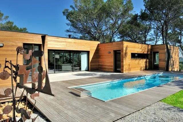 Couloir de nage structure aluminium, modèle CN10. Dim : 10 m de long x 2,50 m de large. 17 076 euros, plus escalier et projecteur : 19 950 euros. Avec pose : environ 29 950 euros. Piscinelle.