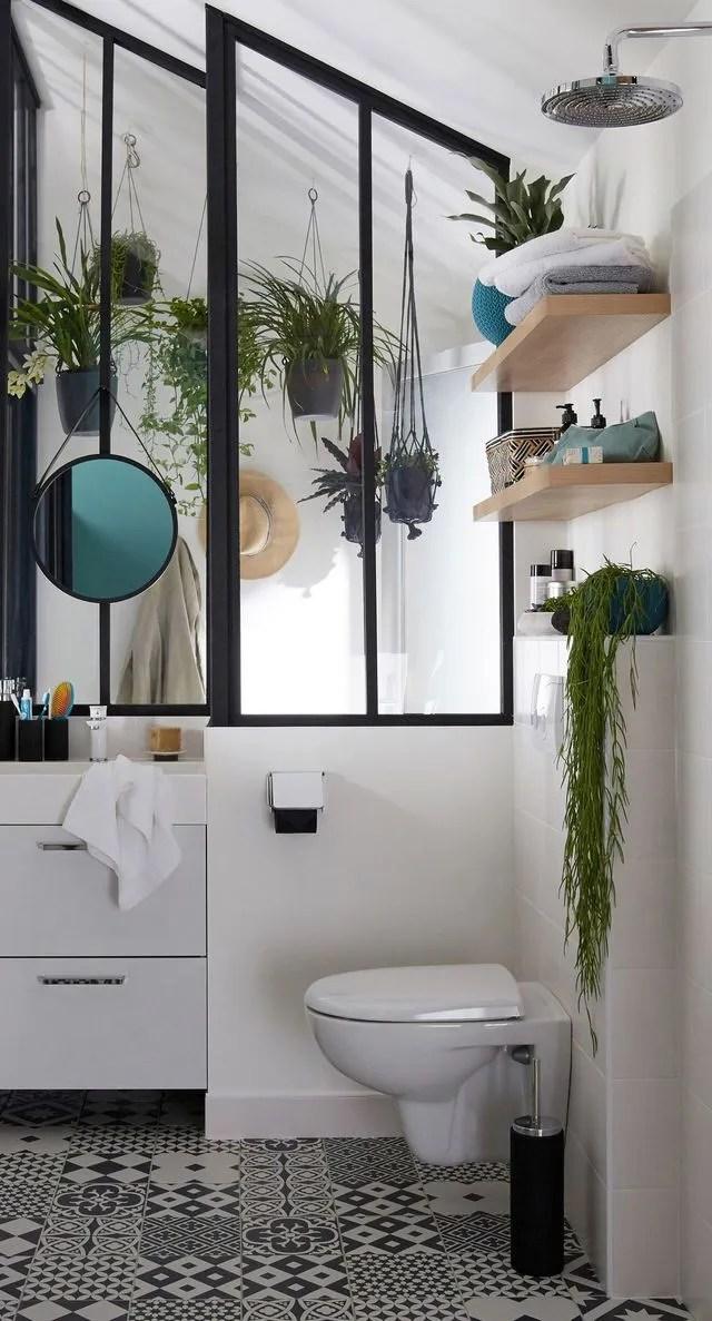 petite salle de bains moderne et bien