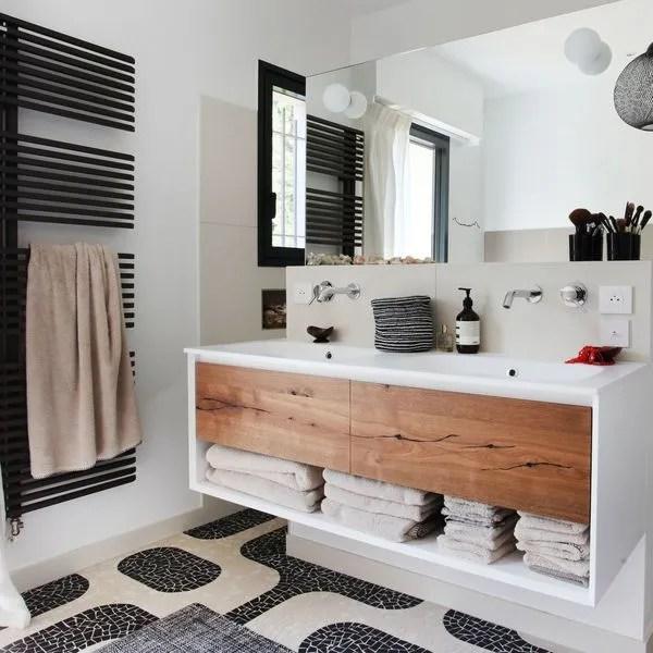 deco de salle de bains en noir et blanc