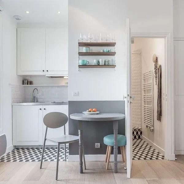 agrandir cette petite cuisine se fait discrete dans un renfoncement