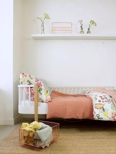 chambre d enfant du beau linge pour un lit deco