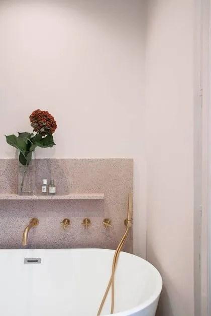 salle de bains rose mettre de la