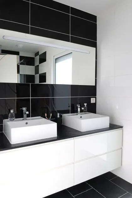 Dcoration salle de bains  vive le noir et blanc en 12 photos   Ct Maison