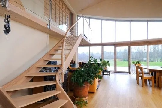 Un escalier dans le salon   Ct Maison