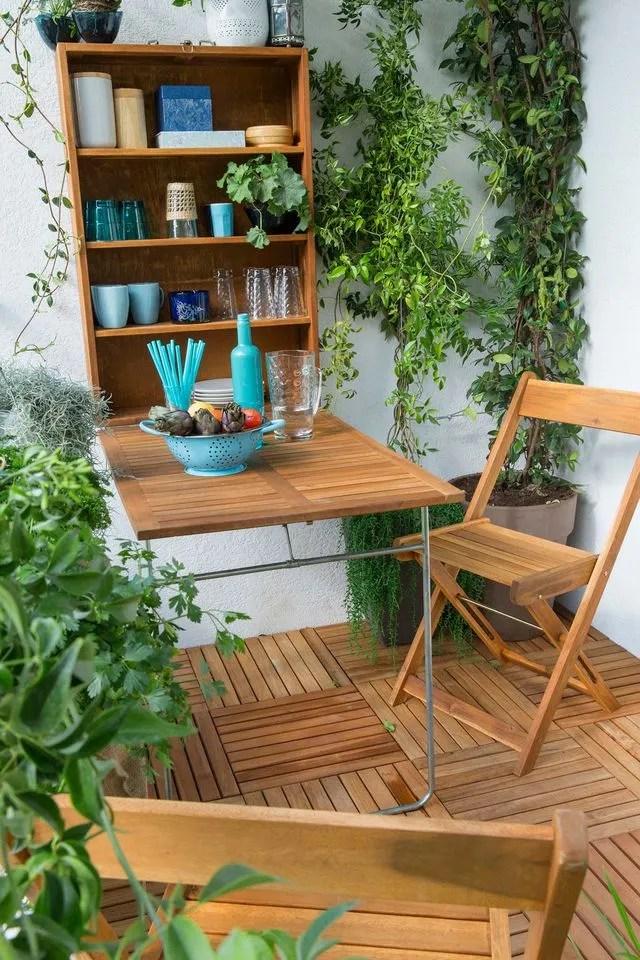 Amenager Un Balcon Avec Des Plantes Et Une Table Cote Maison
