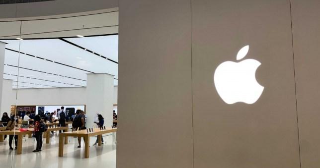 蘋果近期向美國專利商標局申請專利,未來可能會有亞光黑的相關產品。(圖/記者柳名耕攝)