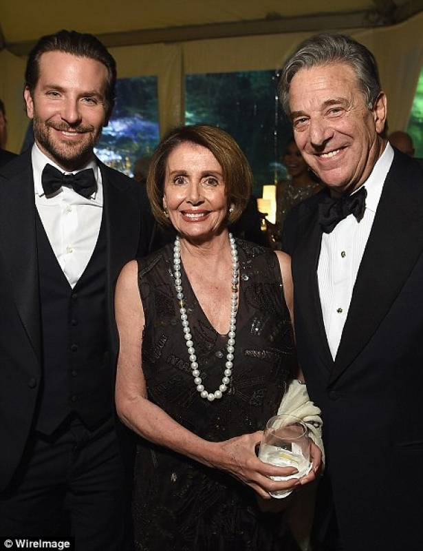 bradley cooper con nancy e paul pelosi