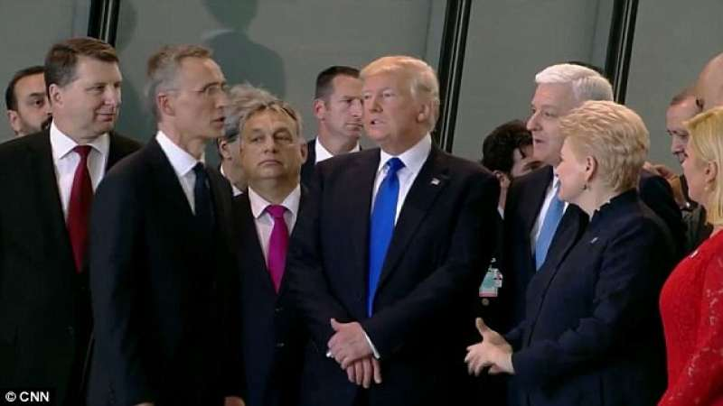 donald trump a bruxelles al meeting nato