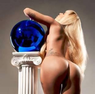 Lady Gaga posa per Jeff Koons