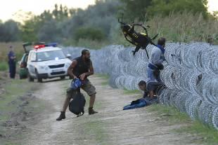 migranti al confine con l ungheria 6