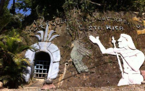 l'esterno della grotta