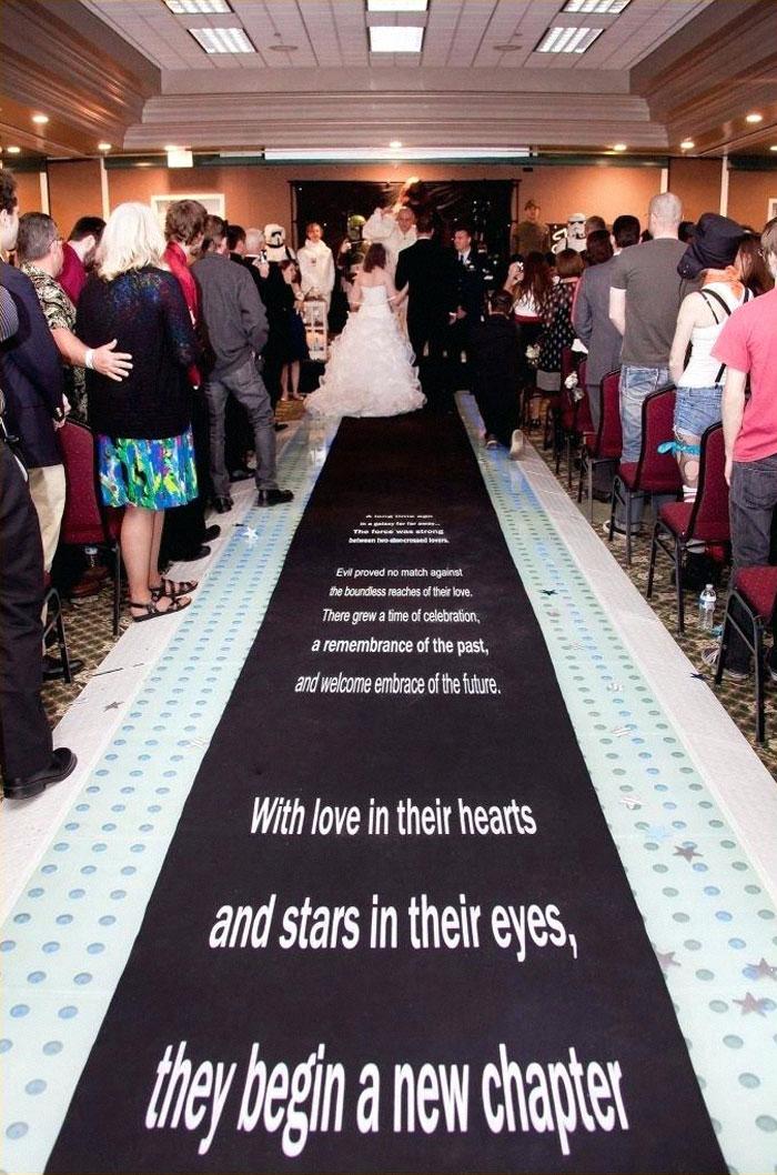 5df743d86fe9d star wars wedding cory carrie shields 5df2321b600b5  700 - Casal teve um casamento com o tema Star Wars