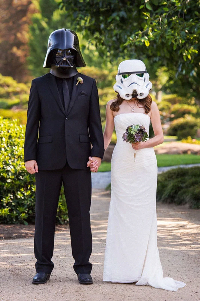 5df743d8f2d65 star wars wedding cory carrie shields 5df233ef6dd03  700 - Casal teve um casamento com o tema Star Wars