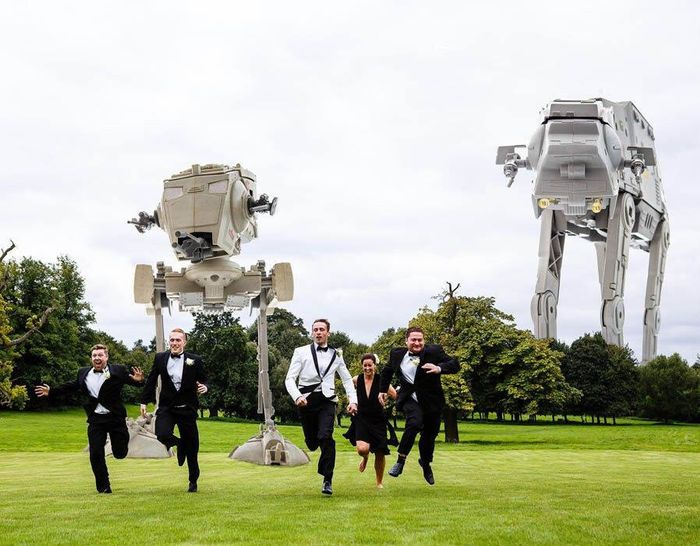 5df743db0a8f6 star wars wedding cory carrie shields 5df238b249cf5  700 - Casal teve um casamento com o tema Star Wars