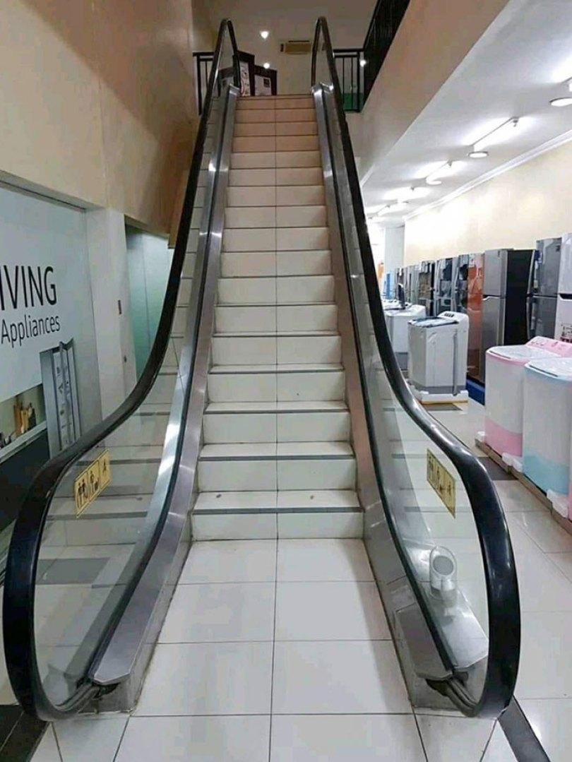 60618dc7c5974 funny stair design fails 220 60534ec3b88b5  700 - Escadas ainda são o grande dilema dos arquitetos