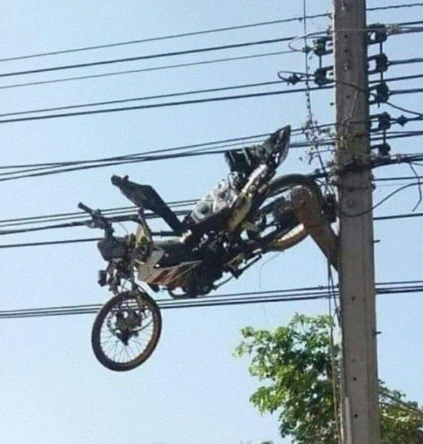 """610a3adb0a158 bad drivers funny pics 156 60feba9778bc6  700 - Fotos revelam como muitos motoristas são """"vida loka"""" ou simplesmente sem noção"""