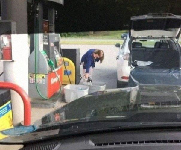 """610a3adb703b6 bad drivers funny pics 151 60feb9490d924  700 - Fotos revelam como muitos motoristas são """"vida loka"""" ou simplesmente sem noção"""