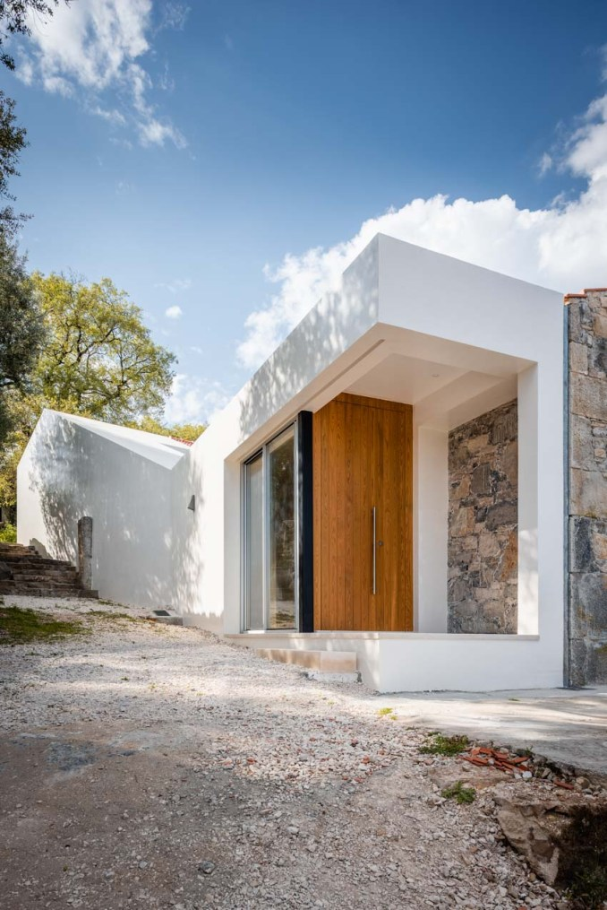 phyd-arquitectura-so-house-ruins-portugal-06-12-2019-designboom