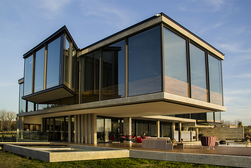g2 estudio's dragonfly house is built with all-glass facades for 360º views over buenos aires