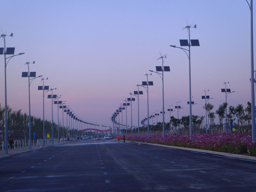 street lights powered by solar and wind energy are an