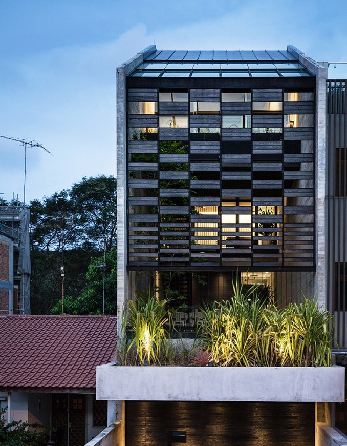 formwerkz incorporates nature seamlessly in singapore residence through porous layout