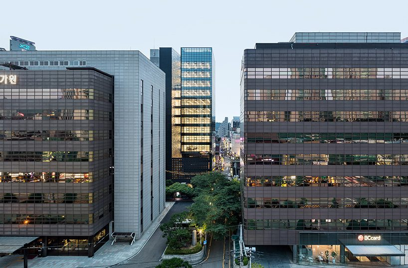 Obba Juxtaposes Reflective Panels With Concrete For Office