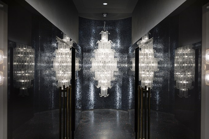 calvi brambilla transforms venetian palazzo into barovier&toso's luxurious glass showroom designboom