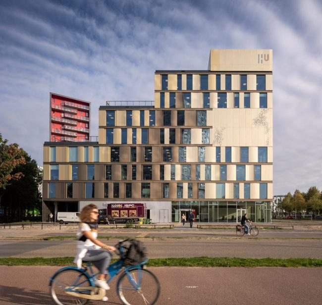 schmidt hammer lassen connects dutch university's facilities with crisscrossing stairways