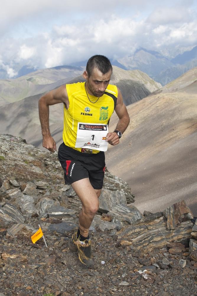 Luis Alberto Hernando, ganador de la Skymarathon de los Skygames 2012 durante un tramo de esta prueba