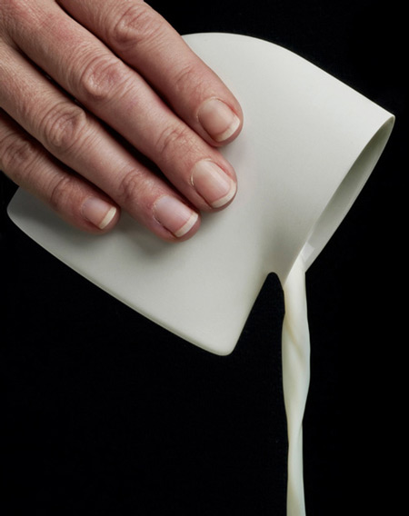 tableware-by-aldo-bakker-01-milk-canbrproduction_.jpg