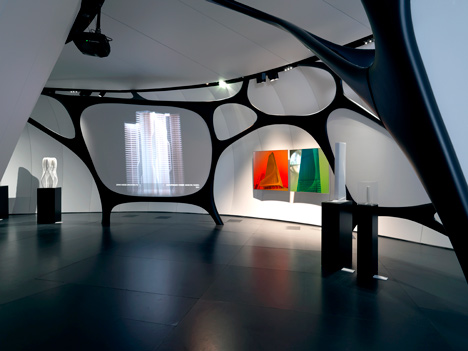 Une Architecture at the Mobile Art Pavilion by Zaha Hadid