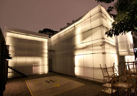 Building Tilelamp at Casa do Lado by 2087