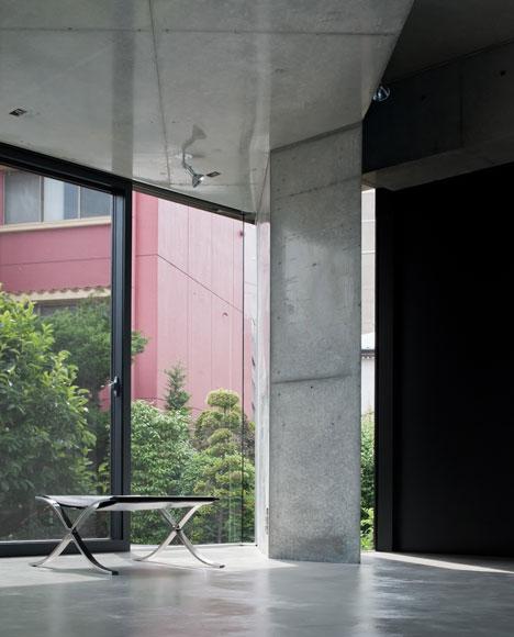 Motoazabu Apartment sYms by Kiyonobu Nakagame