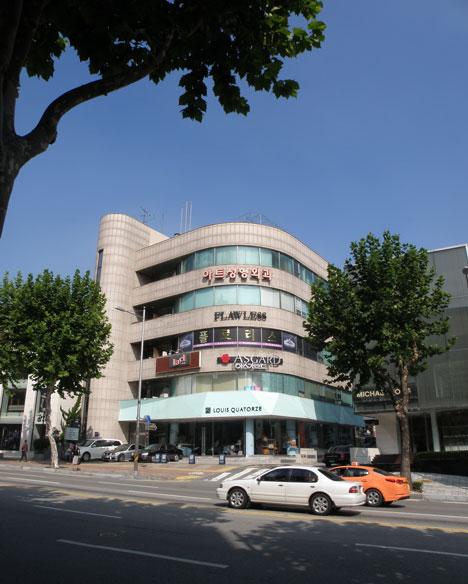 Chungha in Gangnam by MVRDV