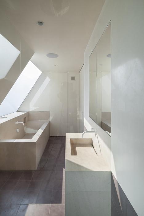 Jonathan Tuckey Design renovates a mews house for an ex