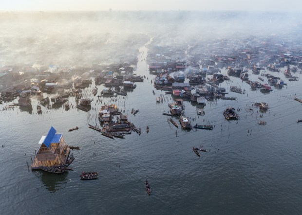 https://i0.wp.com/static.dezeen.com/uploads/2014/03/NLEs-floating-school-casts-anchor-in-Lagos-Lagoon_dezeen_ss_15.jpg?resize=620%2C442&ssl=1