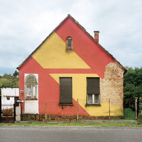 Hungarian Cubes – Invisible Houses by Katharina Roters