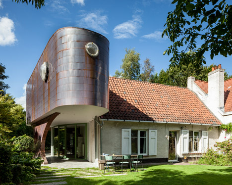 A-copper-annex-to-a-fermette-by-Vens-Vanbelle-architecture_dezeen