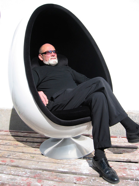 AZdvent calendar Ovalia Egg Chair by Henrik ThorLarsen