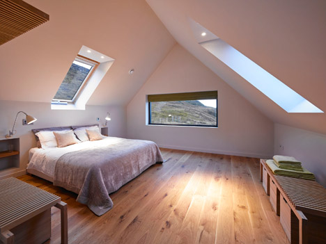 Dualchas Architects completes blackstained house in Skye