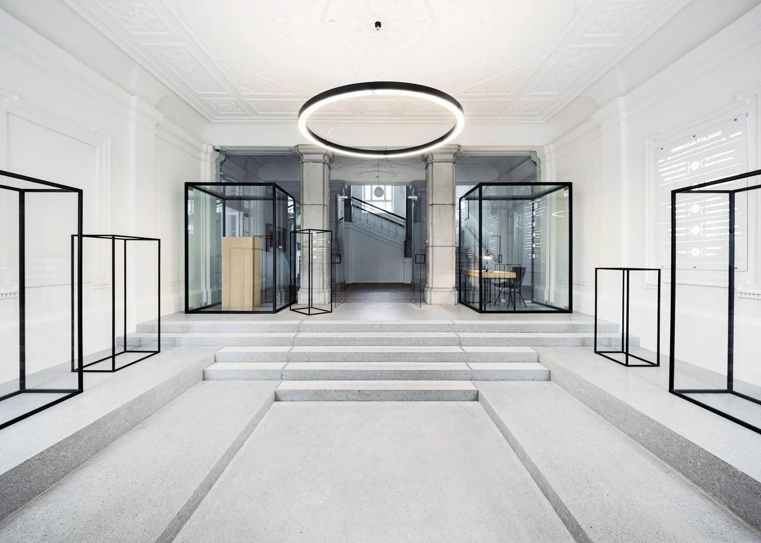 Svet Vmes adds blackframed glass cabinets to school entrance
