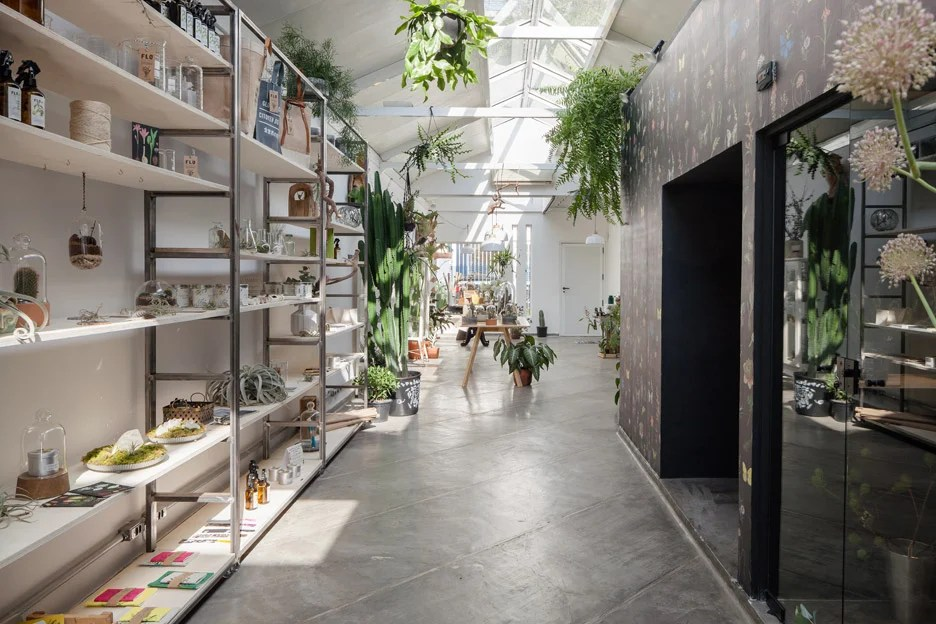 Epicentro fills So Paulo flower shop with vintage furniture