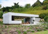 Concrete garden pavilion by Metropolis offers outdoor dining