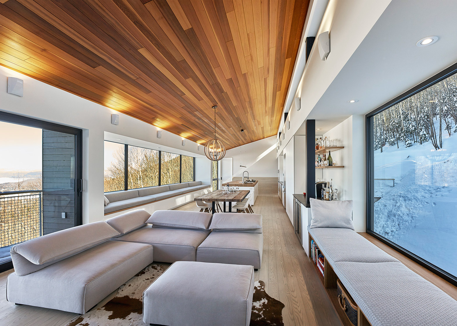 Robitaille Curtis places a ski chalet on a steep slope in Quebec